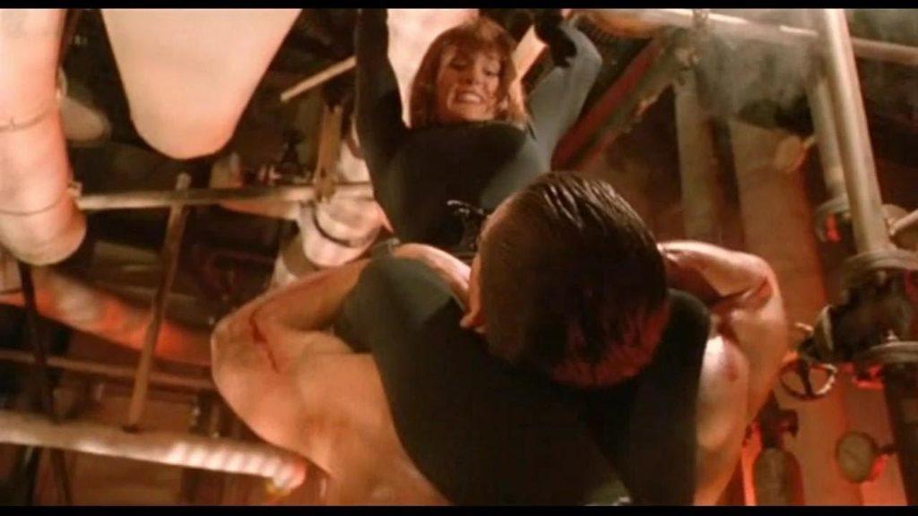 Jean-Claude Van Damme walczy z Cynthia w filmie Podwójne uderzenie