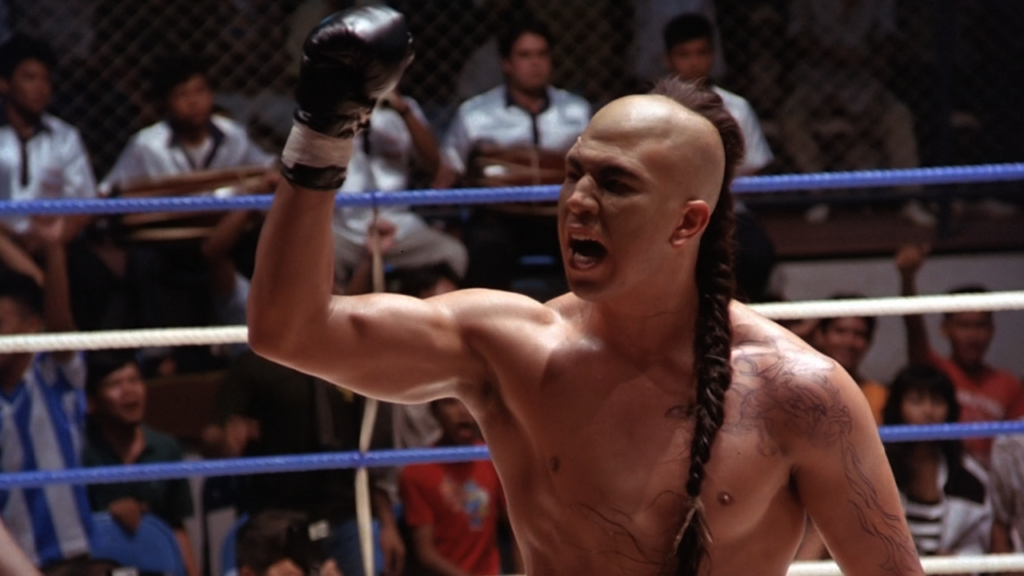 Tong Po (Michael Qissi) w filmie Kickbokser