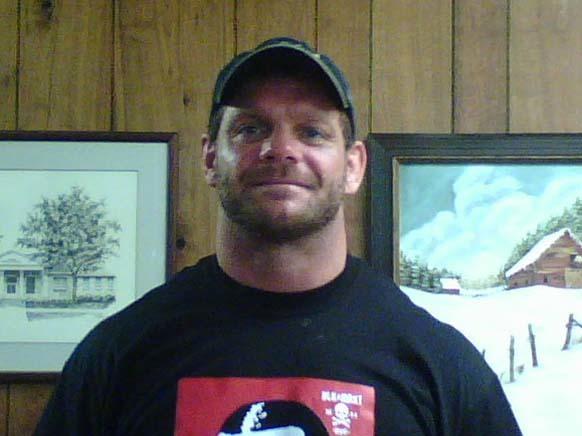 Chris Benoit (amerykański zapaśnik) u lekarza. Jego żona i syn prawdopodobnie już wtedy nie żyli.