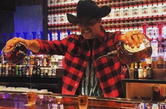 barman podówjny bourbon